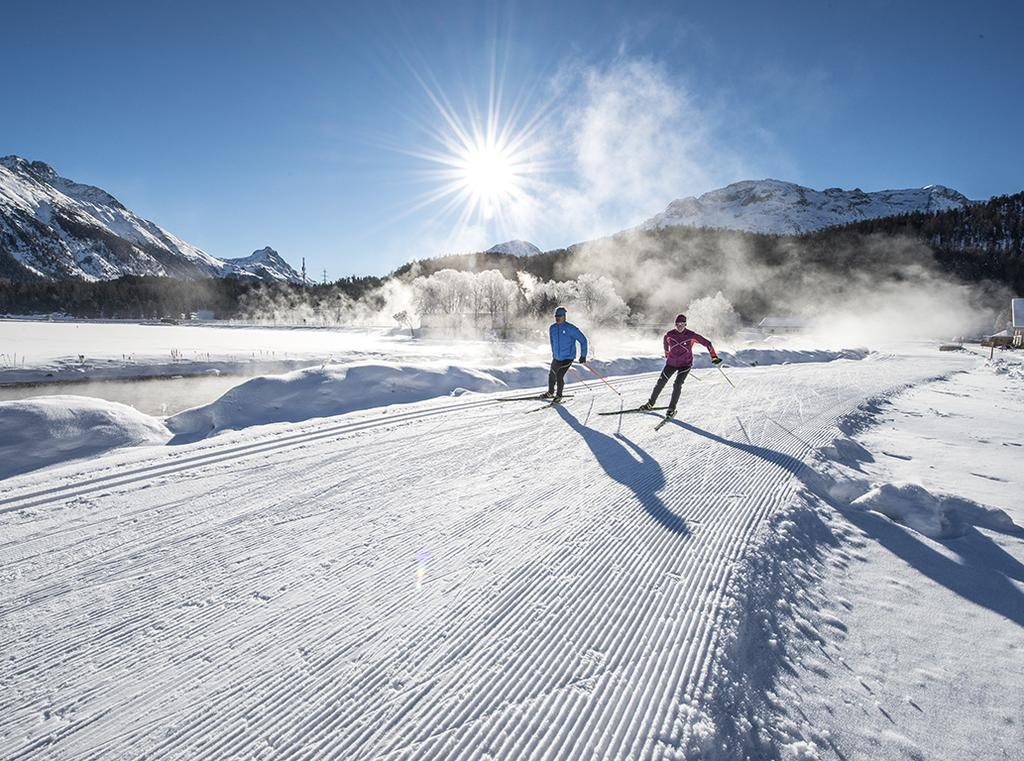 Power Guide Program Winter 2017/2018 CROSS COUNTRY SKI LESSON The Engadin is the most suitable place for practicing this sport with 220 km of perfectly prepared slopes that follow the main valley and