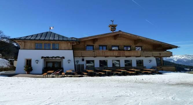 Eberlalm Hotel Eberlalm hotel is in an outstanding location right on the slopes with the 6-seater express chairlift