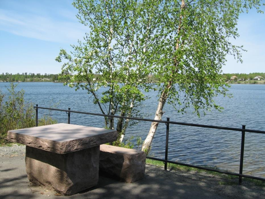 nature. There is a lovely view of Rabbit Lake from the viewpoint/seating area at the intersection of the two trails.