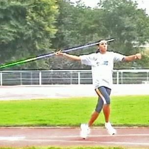 Approach Phase To accelerate the thrower and javelin Javelin is held horizontally over the shoulder Top of the javelin is at head height Arm is held steady - no forward or backward movement