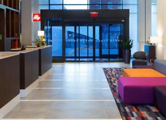 HOLIDAY INN & SUITES MONTRÉAL Available for Starter, Trophy, Hero & Premier Packages In the heart of Montreal s business district, the brand new Holiday Inn & Suites Montréal Centre-ville Ouest is