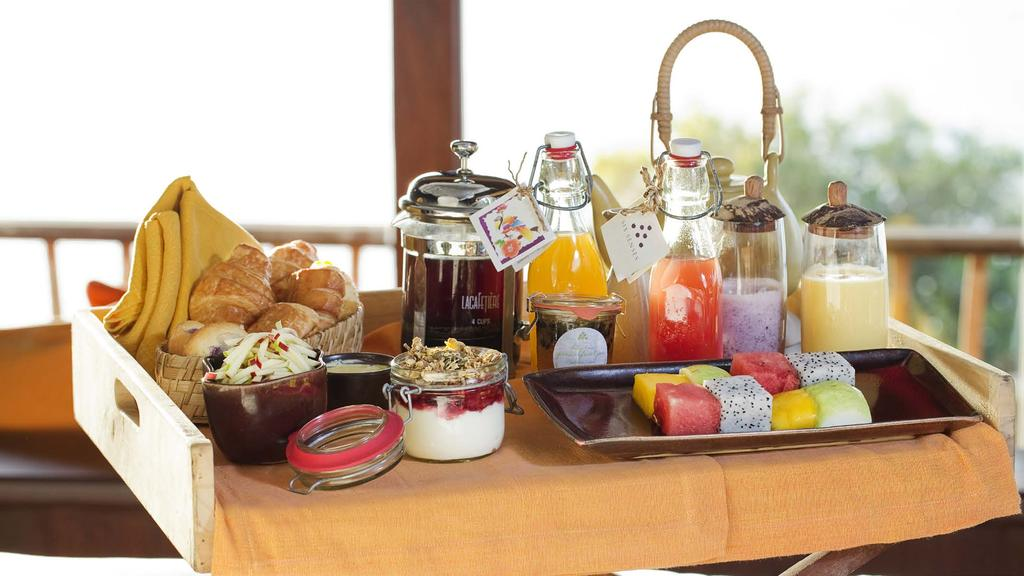 14 BREAKFAST IN BED Surprise your special someone with breakfast in bed. A sumptuous morning meal is the perfect way to start your day in your own private sanctuary.