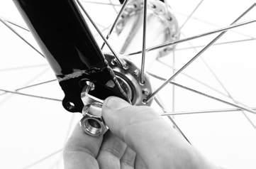 Place the front wheel in the front fork drop out slots and ensure the wheel fits correctly. FITTING A BASKET?