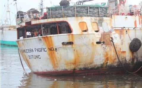 As all vessels involved in transshipment of Illegal Unreported and Unregulated fishing (IUU) she is in a very bad state with large tires on both sides of the hull serving as fenders.