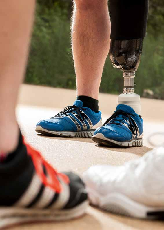 Intuitive stance on level ground Intuitive stance on slopes Intuitive stance Gone are the times when users had to make compromises when switching between walking and standing: The Meridium prosthetic