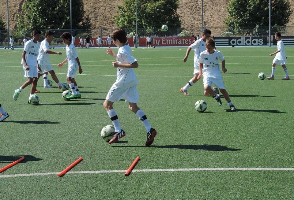 TRAINING METHODOLOGY 1 Facilitate the learning of technical and tactical concepts according to the working methods used by the Real Madrid C.F squad.