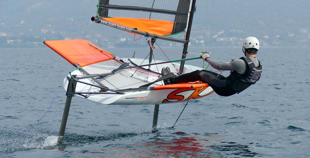 SKEETA Float like a Butterfly sting like a Bee Dynamic development of a new market Foiling dinghies have become well established in the last 15 years, since the advent of flying Moth.