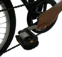 NOTE: The Left Pedal must be fitted anti-clockwise while the Right Pedal must be fitted clockwise. Adjustment & Checking 1.
