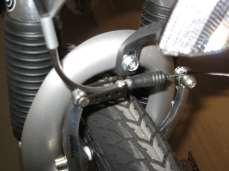 Disconnected brake cable Properly connected brake cable Cable stop Silver insert Silver insert connected to cable stop To install the quick-release front wheel: Remove the quick-release front skewer