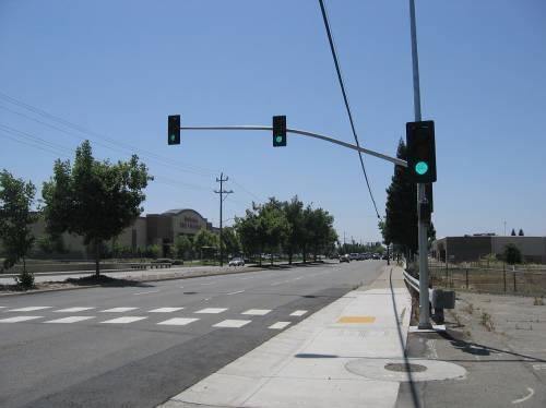 Appendix A: Crosswalk Policy TABLE A-4: UNCONTROLLED CROSSINGS: BEACON, LIGHTING, AND SIGNAL TREATMENTS Treatment Description Level Estimated Cost 4-5.