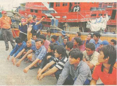 before these arrests, enforcement officers arrested the crew of a Thailand registered trawler 82 nautical miles off the coast of Terengganu, trawling near an oil platform.